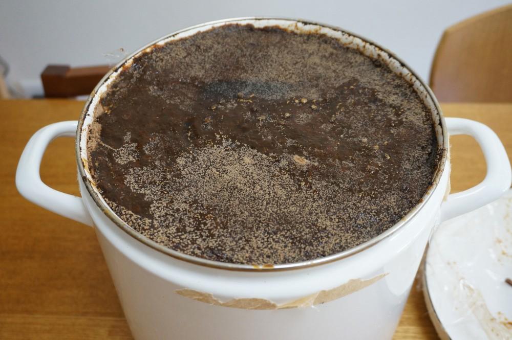 表面にチロシンが現れた麦麹味噌